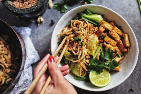 asia-kochkurs-muenchen-vegane-nudeln-mit-raeucher-tofu